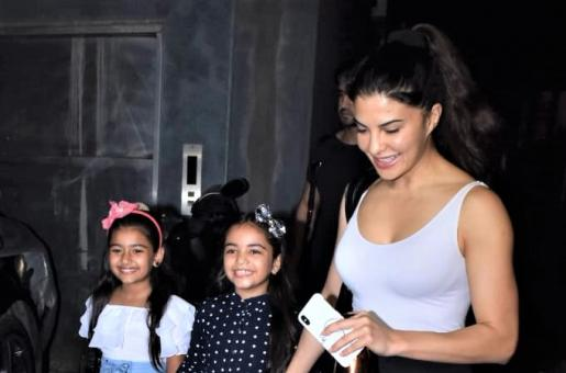 Jacqueline Fernandez Hangs Out With Her Adorable Fans