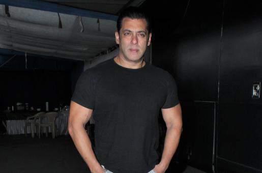 Salman Khan Slaps Security Guard at Bharat Premier