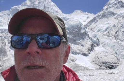 American Climber Dies During Descent from Mount Everest