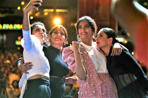 Sonam Kapoor Reminiscences Veeri Di Wedding Cast on First Anniversary