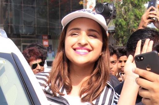 Parineeti Chopra is All Smiles As She's Swarmed by Paparazzi