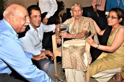 Salman Khan, Katrina Kaif Hold Special Bharat Screening For Partition Survivors