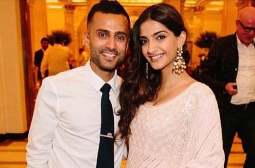This Comic Strip of Sonam Kapoor and Anand Ahuja by a Fan Pokes Fun at THIS Fashion Trend of Sonam's
