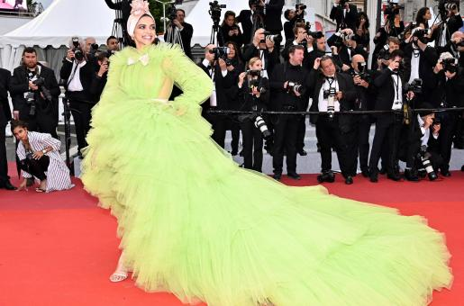 Deepika Padukone's Reaction to Cannes 2019 Gown is EPIC!