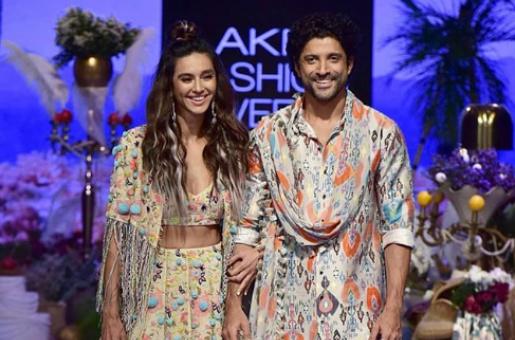 Farhan Akhtar Celebrates 'Colourful Times' With Girlfriend Shibani Dandekar at Lakme Fashion Week
