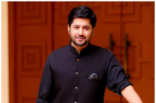 Imran Ashraf clicks a picture of Nauman Ijaz and His Wife As The First Shot From Hum Awards 2019
