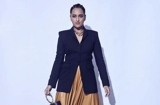 Sonakshi Sinha Teaches Us How to Wear a Blazer Over a Skirt!