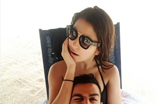 Anushka Sharma's PDA on Virat Kohli's Picture is the Cutest Thing on the Internet