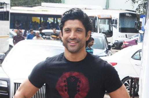 Farhan Akhtar Sustains Hairline Fracture While Shooting for Toofan
