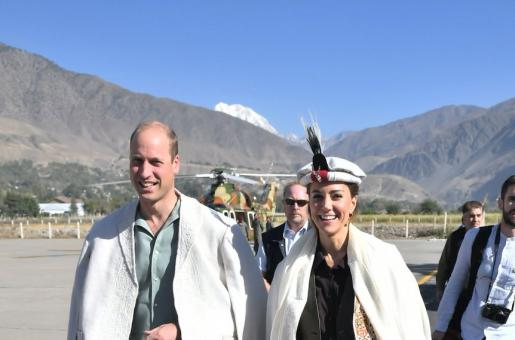Prince William and Kate Middleton in Pakistan: The Royal Couple Listens to the Verses of the Quran in Badshahi Mosque