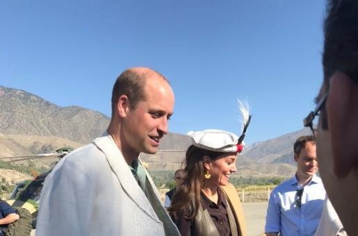 Kate Middleton and Prince William in Pakistan: The Royal Couple Presented With the Traditional Chitrali Souvenirs As They Reach Chitral