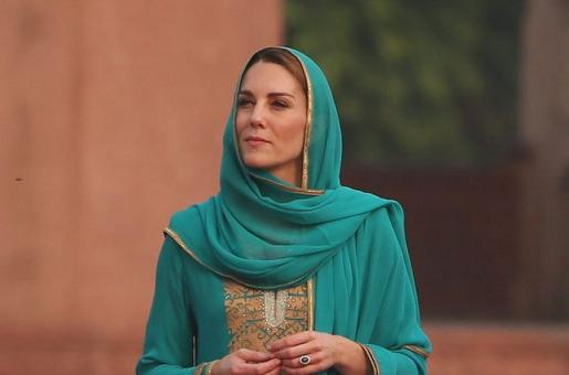Kate Middleton channels Lady Diana for her visit to Badshahi Masjid