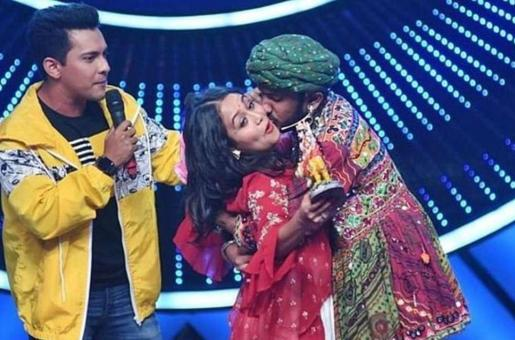 Neha Kakkar Kissed by an Indian Idol Contestant, Sony takes the Video Down