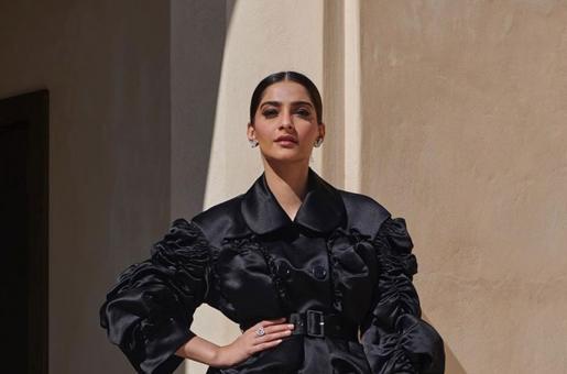 Sharjah Book Fair 2019: Sonam Kapoor Stuns in Black Ensemble