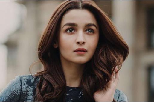 Alia Bhatt to Follow Deepika Padukone, Priyanka Chopra's Footsteps and Foray into Hollywood