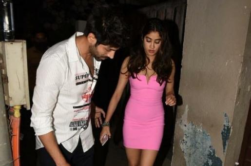 Janhvi Kapoor Looks Pretty in Pink for Kartik Aaryan's Birthday Bash