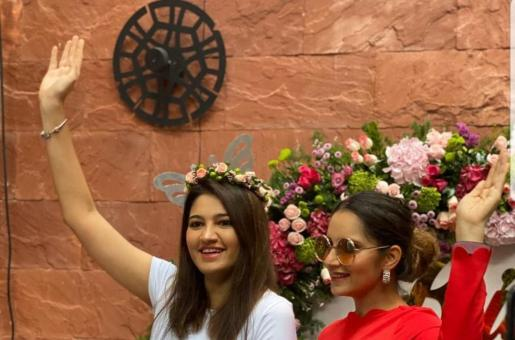 Sania Mirza Looks Like a Vision in Black and Red on Sister's Mehendi