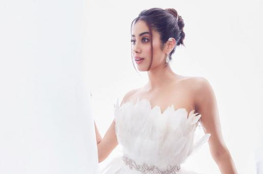 Janhvi Kapoor Opts For Casual Look To Meet Friends