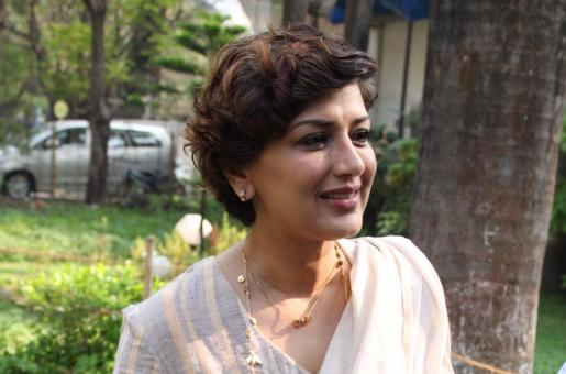 World Cancer Day: Sonali Bendre's Shares Emotional Video of Her Journey