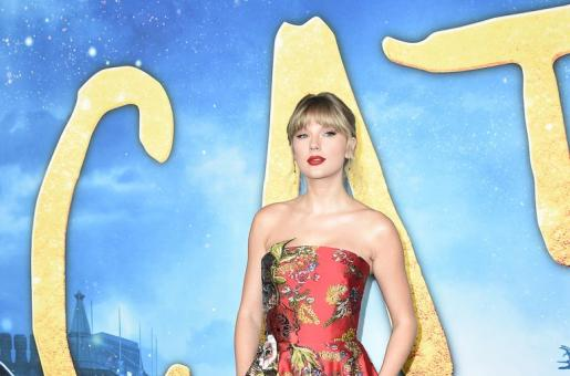 Taylor Swift Leaves Heads Turning In Floral Silk Gown At Red Carpet Event