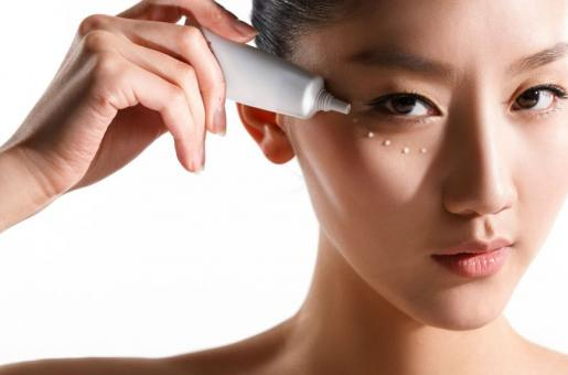 Skin-care Essentials: Reasons to Start Using Eye Cream Stat