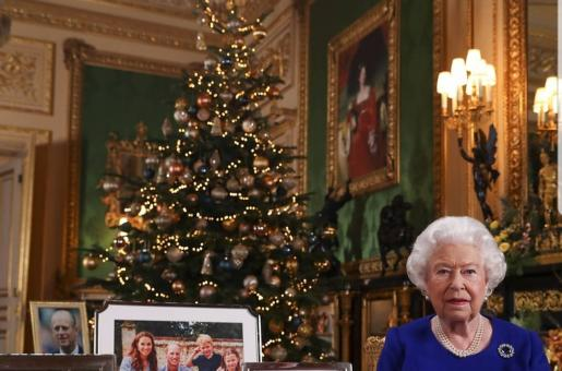 Queen Elizabeth II Omits Prince Harry and Meghan Markle's Photograph on Her Table