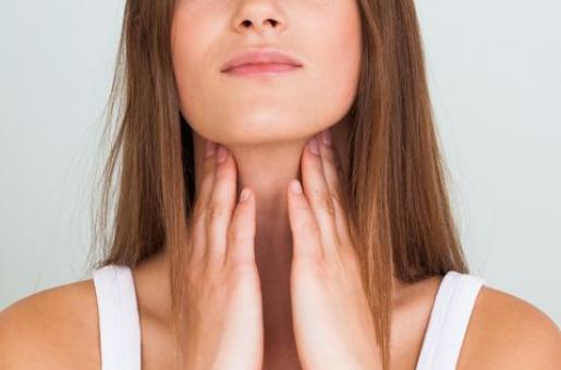 5 Natural Remedies To Soothe A Sore Throat This Winter