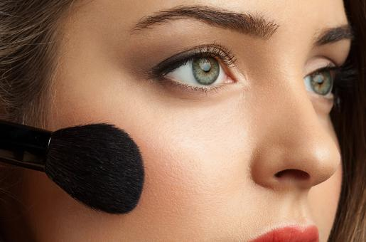 From More Blush to Less Foundation, Here are 10 Makeup Tricks to Look Forever Young!