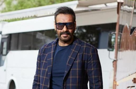 Ajay Devgn is Silent On JNU Protests but Director Anubhav Sinha Hits Out at Him