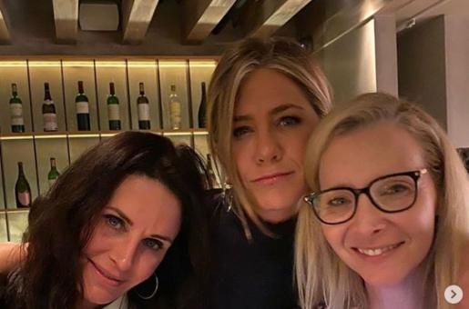 Courteney Cox's Heartfelt Note for BFF Jennifer Aniston