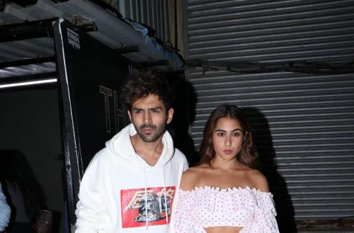 Kartik Aaryan's Cheesy Caption Does Not Go Well With Sara Ali Khan