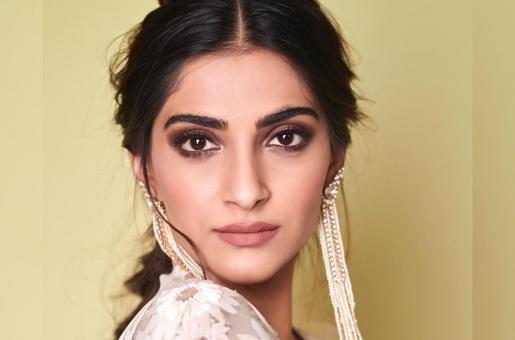 Sonam Kapoor Shares Heartfelt Messages for Akshay Kumar and Radhika Apte