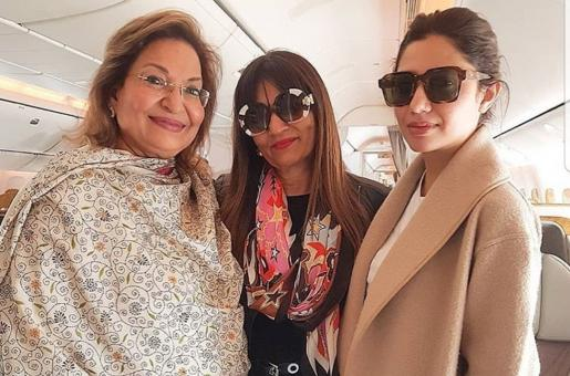 Mahira Khan Strikes a Pose for the Camera During her Flight to Dubai