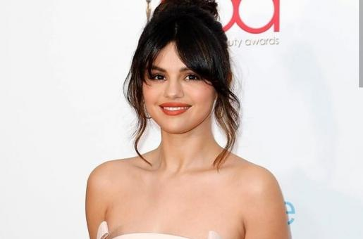 Selena Gomez is Pretty in Pink at Hollywood Beauty Awards