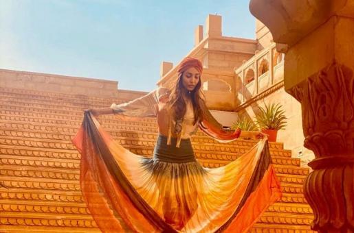 Malaika Arora's Recent Picture Clicked by Karan Johar is Giving Us Summer Goals