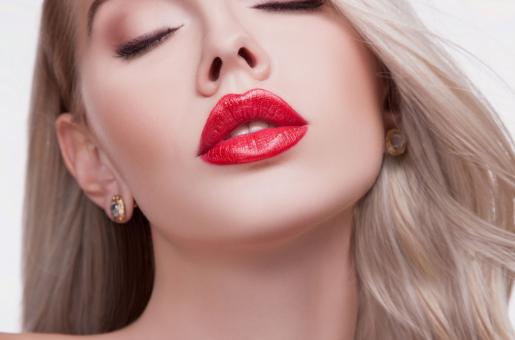10 Steps for Getting Plumper Lips At Home