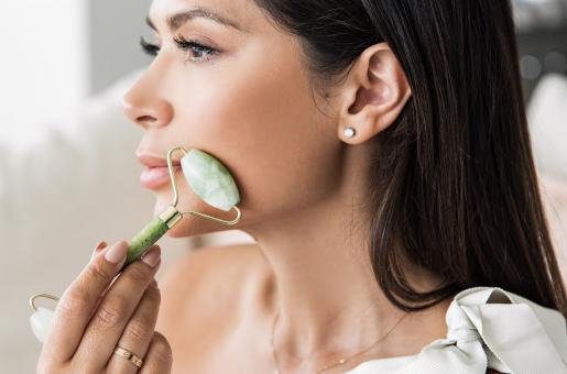 Jade Rollers: 5 Benefits of Using Them