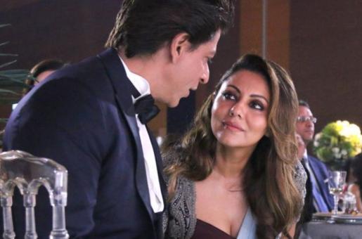 Shah Rukh Khan Proves Yet Again That He is Husband Goals
