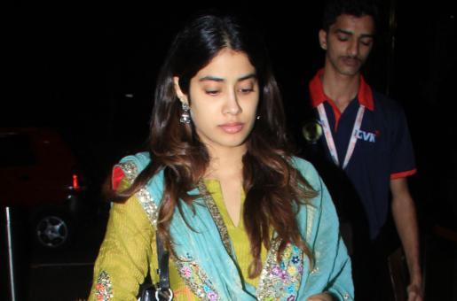 Janhvi Kapoor Exudes Desi Vibes In Latest Look