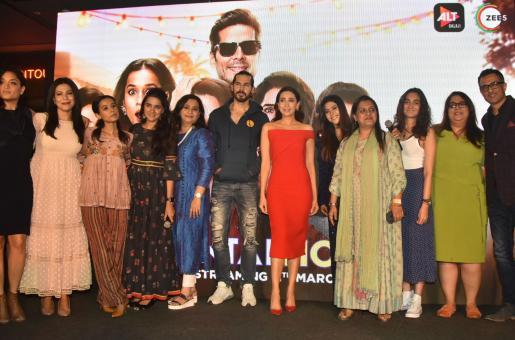 Mentalhood: Karisma Kapoor's Television Debut Is Binge-Worthy