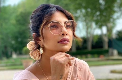 Priyanka Chopra Follows 'Janta Curfew' in Her LA Home, Cheers for the Frontline Workers