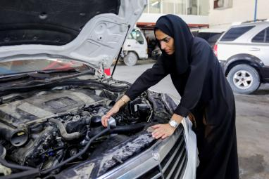 Meet THIS Emirati woman breaking stereotypes by venturing into car repair business