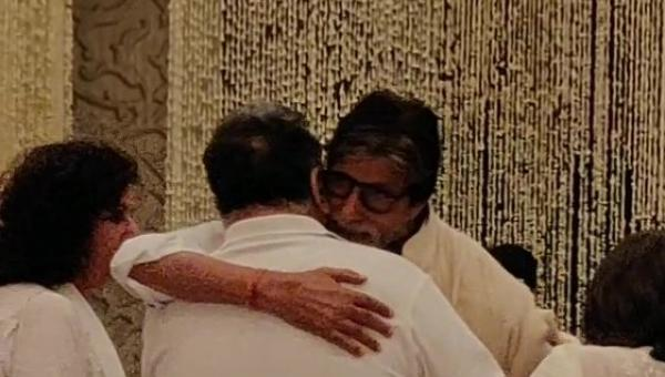 Amitabh Bachchan and the Kapoors at a Prayer Meet for Shweta Bachchan's Late Father-in-Law Rajan Nanda