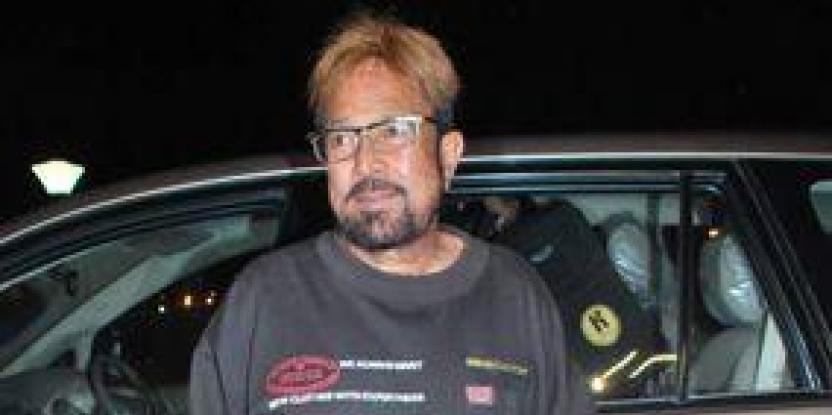 Rajesh Khanna gives sister-in-law's prayer meet a miss