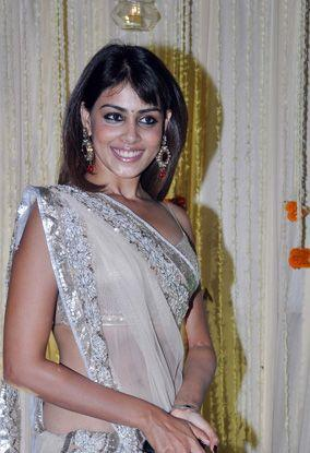Revealed! Genelia's wedding outfit