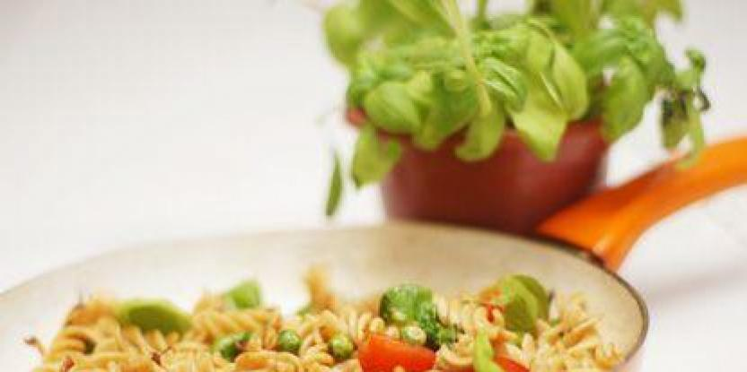 Whole wheat fusilli salad with peas and cherry tomatoes