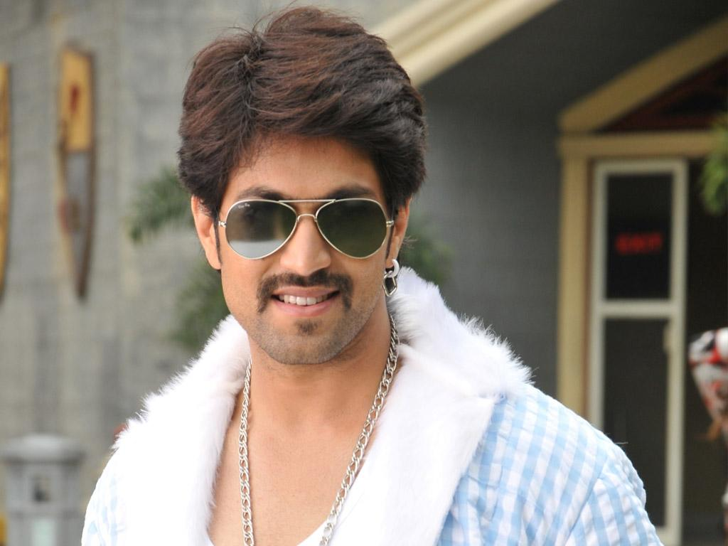 Yash's Popularity Story: 5000 Kg Cake, Fans Attempting Suicide And 5 Lakh People Gathering on his Birthday