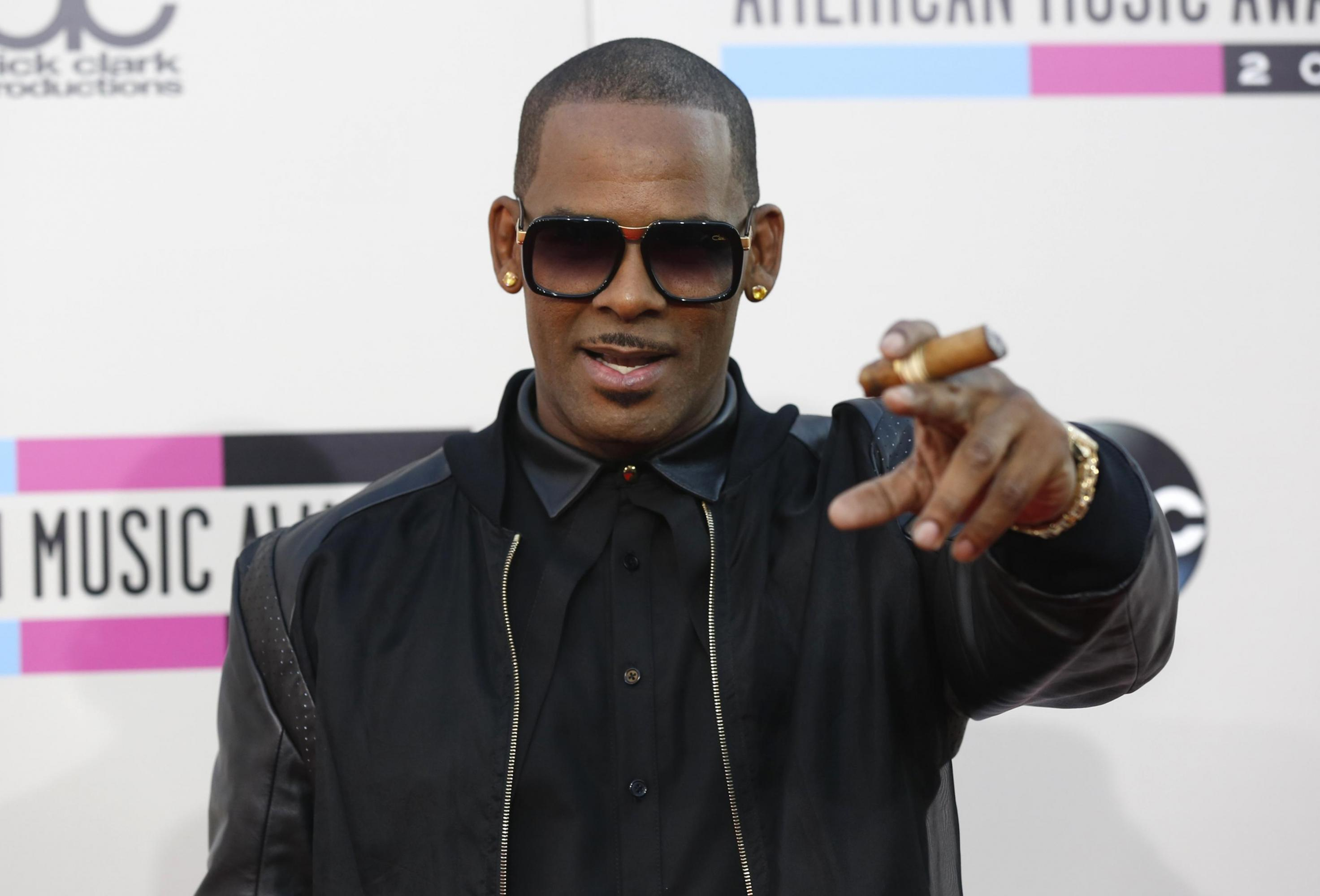 R Kelly Charged with Assault: Pays $1m Bond