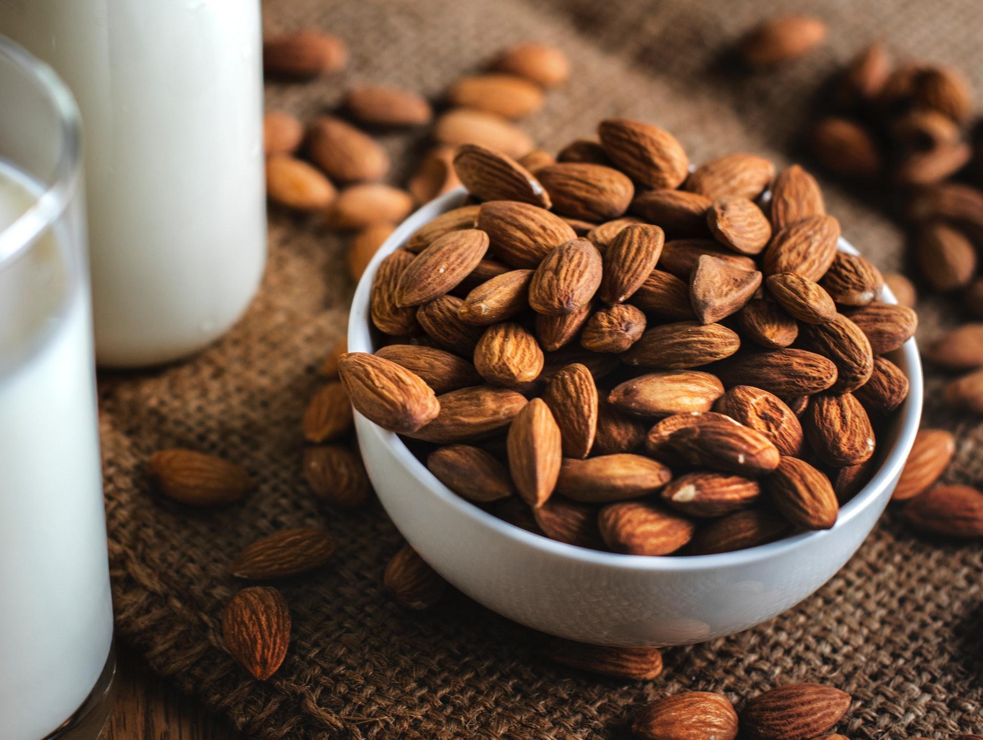 Almond Benefits: 5 Great Reasons to Eat Them