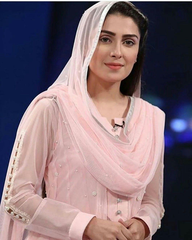 Pakistani Actress Ayeza Khan Reveals: I Received Many Bollywood Offers